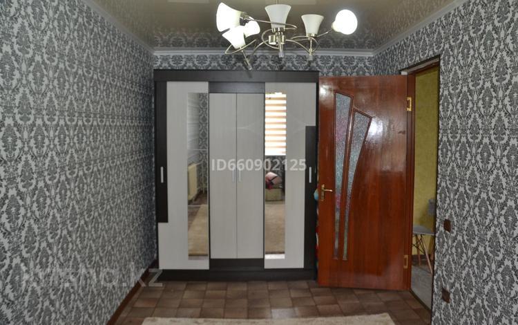 2-комнатная квартира, 45 м², 5/5 этаж, 6 мкр 18 за 6.7 млн 〒 в Таразе
