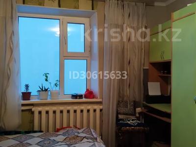 3-комнатная квартира, 65 м², 6/9 этаж, ул. Мамраева 41 за 13.7 млн 〒 в Караганде, Октябрьский р-н