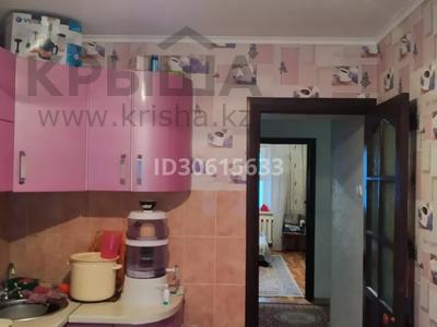 3-комнатная квартира, 65 м², 6/9 этаж, ул. Мамраева 41 за 13.7 млн 〒 в Караганде, Октябрьский р-н — фото 9