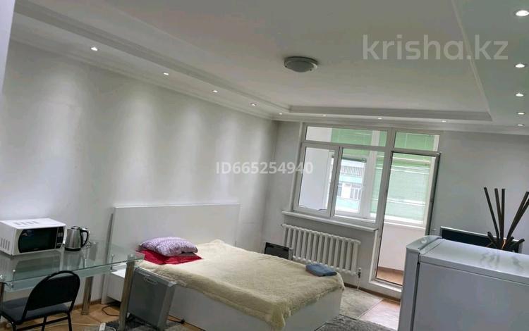 1-комнатная квартира, 45 м², 12/12 этаж посуточно, мкр Самал-2 48 за 9 999 〒 в Алматы, Медеуский р-н