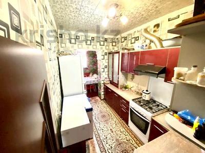 3-комнатная квартира, 63 м², 1/3 этаж, 4-й микрорайон, 4-й микрорайон 17 за 22 млн 〒 в Шымкенте, Абайский р-н