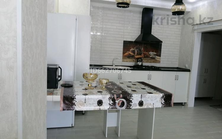 2-комнатная квартира, 65 м², 9/11 этаж посуточно, мкр Нурсат 2, Астана 17 — Шаяхметова за 14 000 〒 в Шымкенте, Каратауский р-н