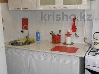 1-комнатная квартира, 30 м², 2/5 этаж посуточно, Мухита 134 за 6 500 〒 в Уральске