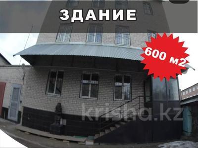 Здание, площадью 600 м², Серикбаева за 59 млн 〒 в Усть-Каменогорске — фото 26