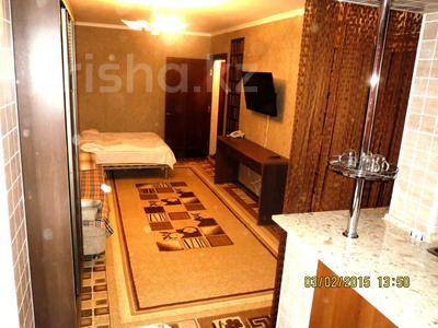 2-комнатная квартира, 40 м², 1/5 этаж посуточно, Тыныбаева 5 за 9 000 〒 в Шымкенте, Аль-Фарабийский р-н — фото 2