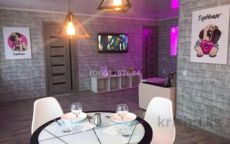 2-комнатная квартира, 55 м², 6/9 этаж помесячно, Металлургов 3 — Республики за 250 000 〒 в Темиртау