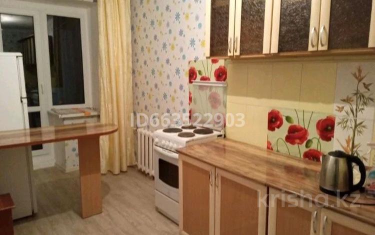 1-комнатная квартира, 36 м², 4/9 этаж посуточно, мкр Новый Город 96 за 4 000 〒 в Караганде, Казыбек би р-н