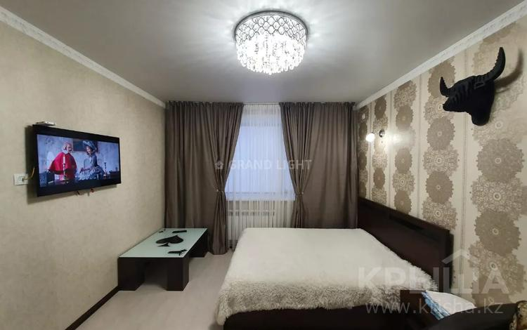 1-комнатная квартира, 45 м² по часам, Переулок Иманова — проспект Республики за 1 500 〒 в Нур-Султане (Астане), р-н Байконур