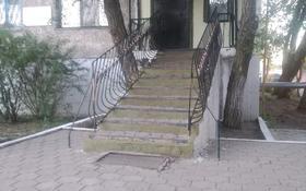Магазин площадью 75 м², 15 мкр 33 за 14 млн 〒 в Караганде, Октябрьский р-н