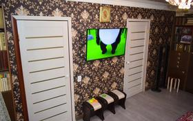 3-комнатная квартира, 49 м², 4/5 этаж, 17-й мкр 35 за 9.3 млн 〒 в Караганде, Октябрьский р-н