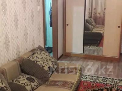 1-комнатная квартира, 35 м², 1/9 этаж по часам, Камзина 80 — Толстого за 2 000 〒 в Павлодаре — фото 4