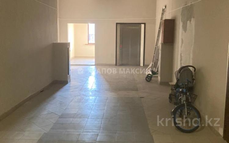 7-комнатная квартира, 250 м², 5/5 этаж, Дружбы народов 2/2 за 60 млн 〒 в Усть-Каменогорске