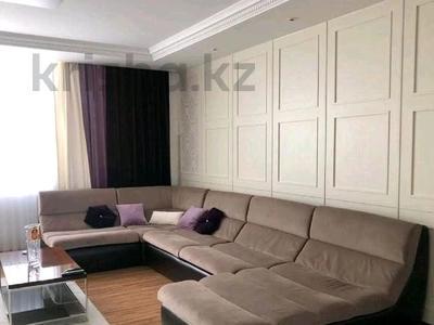 4-комнатная квартира, 150 м² помесячно, проспект Рахимжана Кошкарбаева 10 за 350 000 〒 в Нур-Султане (Астана)