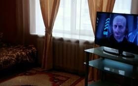 1-комнатная квартира, 40 м² по часам, Проспект Абая 48 — Проспект Назарбаева за 1 500 〒 в Уральске