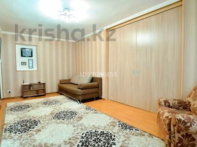 2-комнатная квартира, 45 м², 4/5 этаж посуточно, проспект Бухар Жырау 44 за 8 000 〒 в Караганде, Казыбек би р-н — фото 2