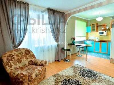2-комнатная квартира, 45 м², 4/5 этаж посуточно, проспект Бухар Жырау 44 за 8 000 〒 в Караганде, Казыбек би р-н — фото 3