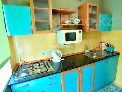 2-комнатная квартира, 45 м², 4/5 этаж посуточно, проспект Бухар Жырау 44 за 8 000 〒 в Караганде, Казыбек би р-н — фото 4