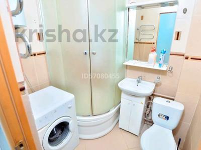 2-комнатная квартира, 45 м², 4/5 этаж посуточно, проспект Бухар Жырау 44 за 8 000 〒 в Караганде, Казыбек би р-н — фото 9