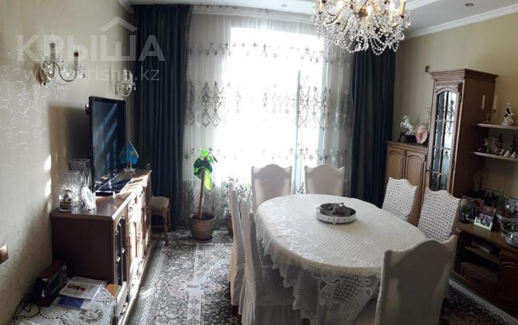 3-комнатная квартира, 75 м², 2/5 этаж, Бухар Жырау 68 за 28.7 млн 〒 в Караганде, Казыбек би р-н