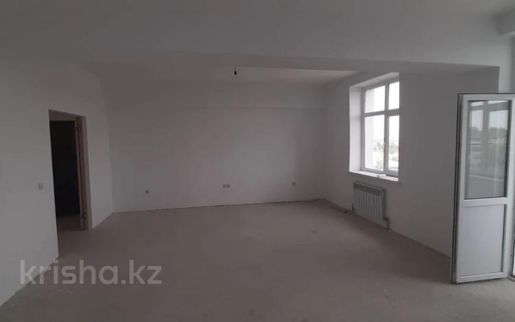 2-комнатная квартира, 103 м², 2/7 этаж, Сарсенбаева за 25 млн 〒 в Таразе
