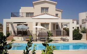 4-комнатный дом, 173 м², 5 сот., Корал Бей, Пафос за 285 млн 〒