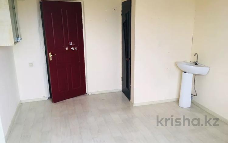 1-комнатная квартира, 13 м², 3/5 этаж, Анжерская 31 за 3.7 млн 〒 в Караганде, Казыбек би р-н