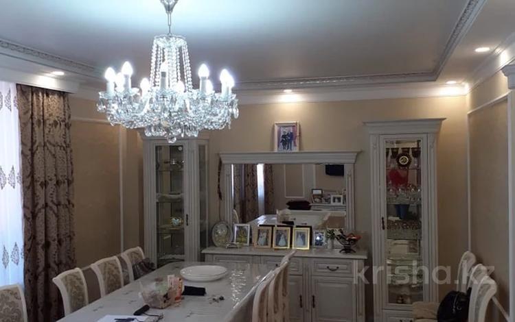 2-комнатная квартира, 69.7 м², 1/2 этаж, мкр Юго-Восток, Абыкена Толеубаева 2 за 25 млн 〒 в Караганде, Казыбек би р-н