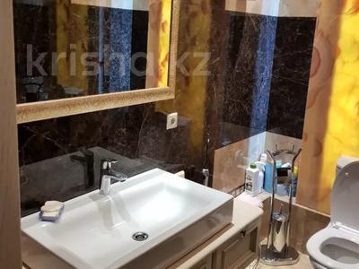 3-комнатная квартира, 200 м², 4/6 этаж помесячно, мкр Баганашыл 12 — Акиык за 700 000 〒 в Алматы, Бостандыкский р-н — фото 8