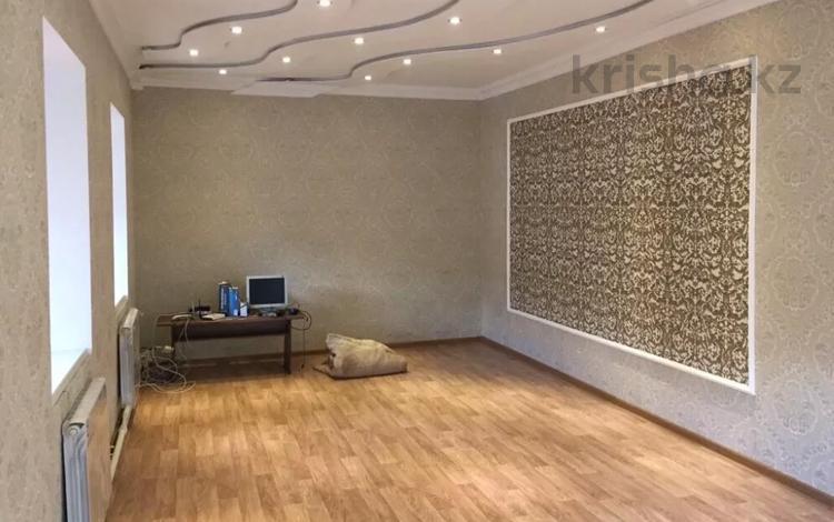 6-комнатный дом помесячно, 345 м², 6 сот., Керамическая за 160 000 〒 в Караганде, Казыбек би р-н