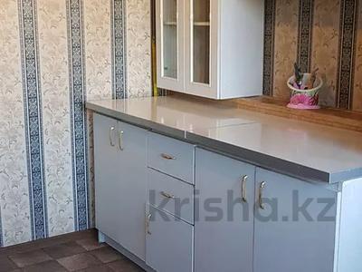 1-комнатная квартира, 32 м², 2/5 этаж посуточно, Уркумбаева 1а за 5 000 〒 в Шымкенте — фото 2