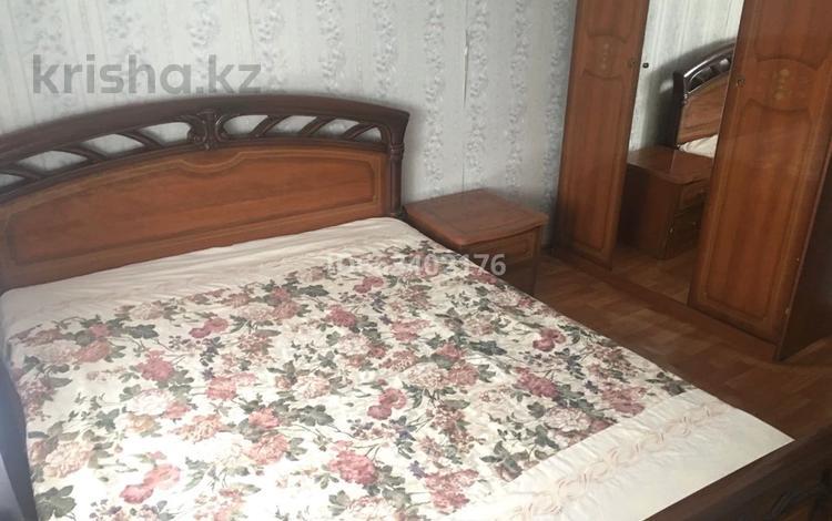 2-комнатная квартира, 50 м², 3/5 этаж посуточно, Хусаинова 157/1 за 6 000 〒 в Уральске