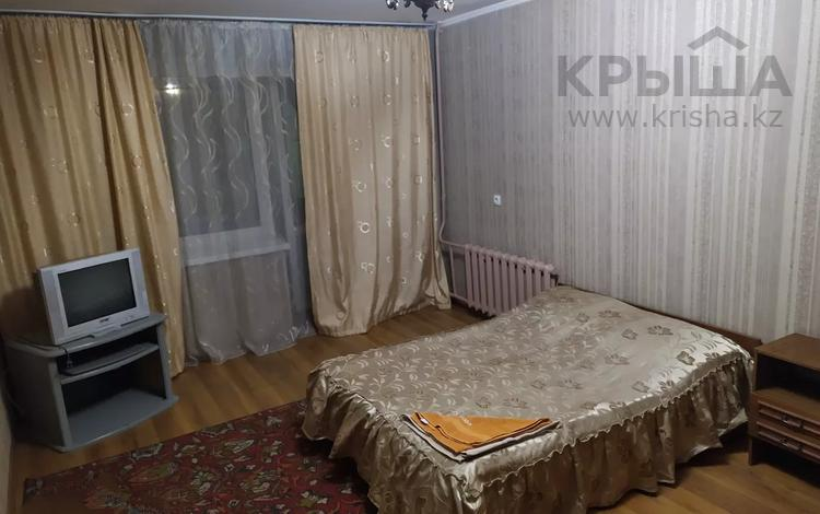 1-комнатная квартира, 38 м², 2/9 этаж посуточно, Пр-т Шакарима 15 за 5 000 〒 в Семее