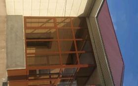 10-комнатный дом, 225 м², 10 сот., Мкту, Абилмамбет хан 11 за 60 млн 〒 в Туркестане