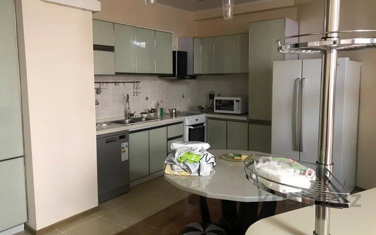 3-комнатная квартира, 110 м², 6/21 этаж помесячно, Аль Фараби 7 за 345 000 〒 в Алматы, Медеуский р-н