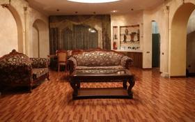 9-комнатный дом помесячно, 605 м², 14 сот., мкр Дубок-2, Мкр Дубок-2 — Цветочная за 850 000 〒 в Алматы, Ауэзовский р-н