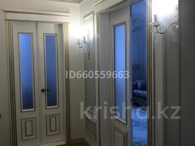 4-комнатная квартира, 105 м², 4/5 этаж помесячно, Бухар Жирау 38а за 350 000 〒 в Караганде, Казыбек би р-н — фото 4