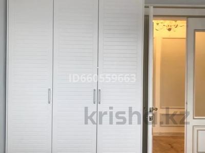 4-комнатная квартира, 105 м², 4/5 этаж помесячно, Бухар Жирау 38а за 350 000 〒 в Караганде, Казыбек би р-н — фото 6