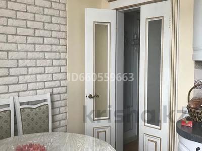 4-комнатная квартира, 105 м², 4/5 этаж помесячно, Бухар Жирау 38а за 350 000 〒 в Караганде, Казыбек би р-н — фото 14