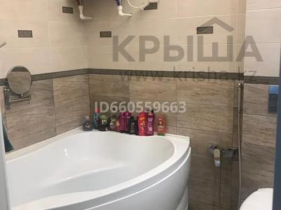 4-комнатная квартира, 105 м², 4/5 этаж помесячно, Бухар Жирау 38а за 350 000 〒 в Караганде, Казыбек би р-н — фото 17