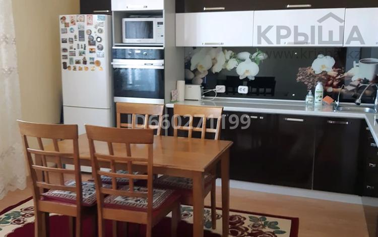 2-комнатная квартира, 80 м², 16/18 этаж, К. Азербаева 47 за 23.7 млн 〒 в Нур-Султане (Астана), Алматы р-н