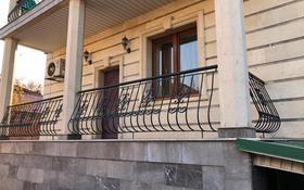 6-комнатный дом помесячно, 500 м², 10 сот., мкр Хан Тенгри, Мкр Хан Тенгри 84 за 1 млн 〒 в Алматы, Бостандыкский р-н