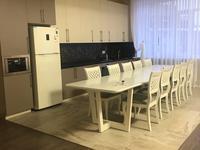 4-комнатная квартира, 200 м², 4 этаж на длительный срок, Омаровой 37 за 850 000 〒 в Алматы