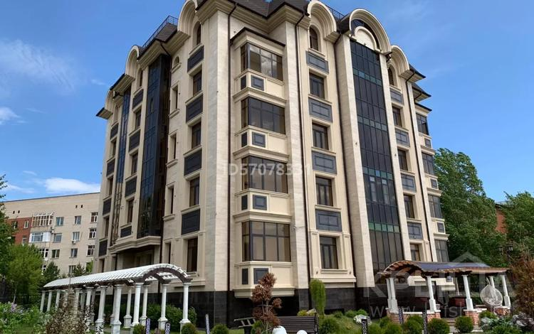 7-комнатная квартира, 391 м², 3/5 этаж, Жумабека Ташенова 10/2 за 260 млн 〒 в Нур-Султане (Астана), р-н Байконур