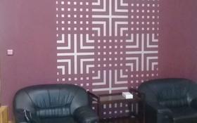 4-комнатный дом помесячно, 247 м², 10 сот., Мкр Малый Самал за 300 000 〒 в Шымкенте