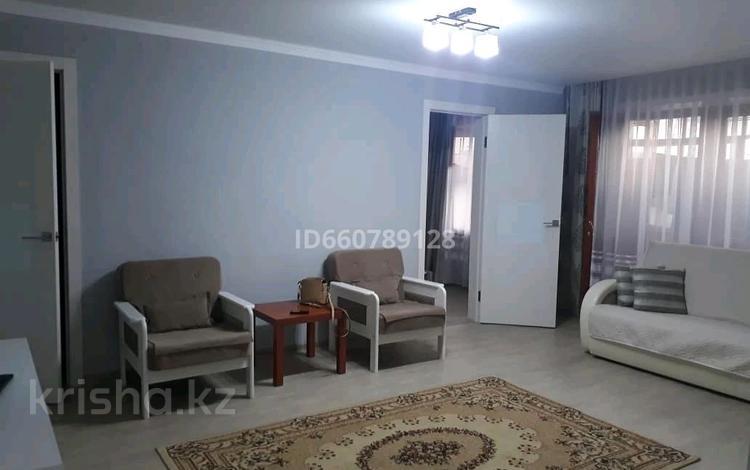 2-комнатная квартира, 52 м², 2/5 этаж посуточно, Бухар Жырау 52 — Нуркена Абдирова за 8 000 〒 в Караганде, Казыбек би р-н