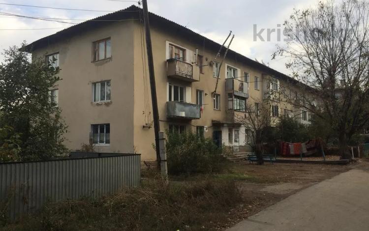 3-комнатная квартира, 56.1 м², 3/3 этаж, Школьная 2 за ~ 5.6 млн 〒 в Жалпаксае