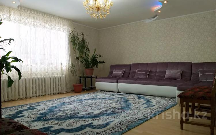 4-комнатный дом, 220 м², 10 сот., Миллера 16 за 23 млн 〒 в Усть-Каменогорске