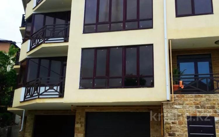 2-комнатная квартира, 70 м², 2/3 этаж, Клубничная 1/19 за ~ 24.8 млн 〒 в Сочи