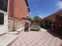 8-комнатный дом, 386 м², 9 сот., Карбышева 9/8 за 95 млн 〒 в Караганде, Казыбек би р-н