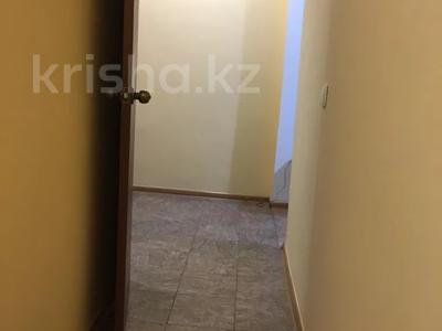 2-комнатная квартира, 55 м², 3 этаж посуточно, Махамбета 127 — Азаттык за 6 000 〒 в Атырау — фото 15